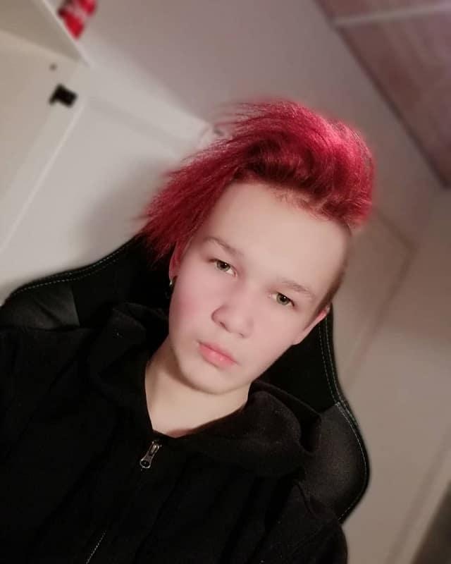 Short Red Hair for Emo Boys