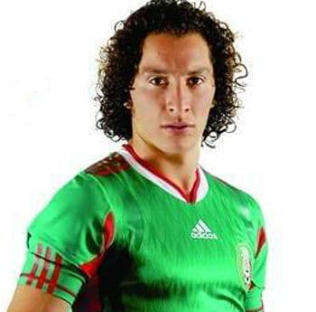 Photo of Andres Guardado curly hair.