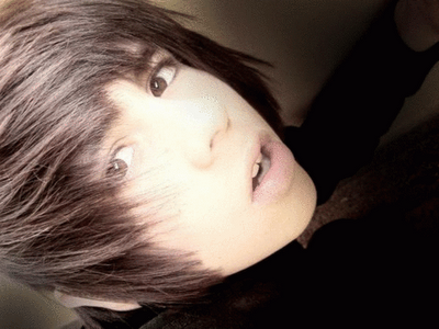 Picture of Andres Gorgeous razored emo hair.