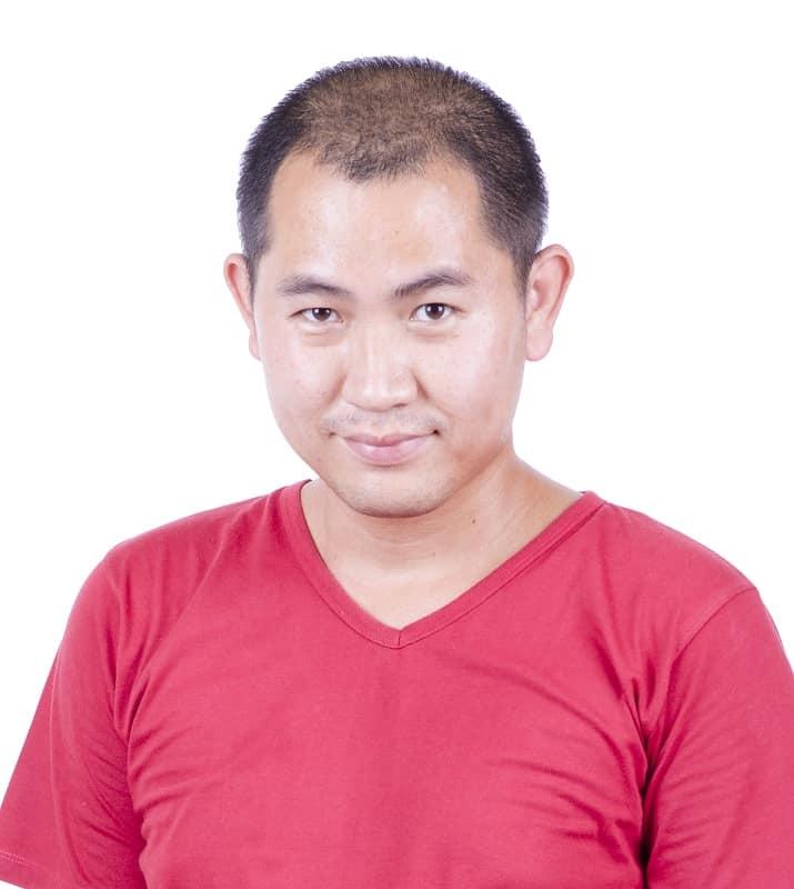 Buzz cur asiático para hombres con corona adelgazante