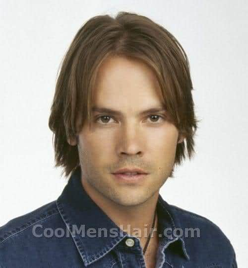 Picture of Barry Watson medium length hairstyle.