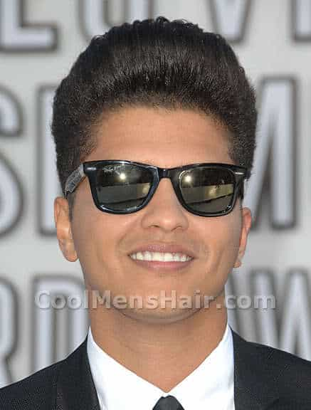 Photo of Bruno Mars pompadour hairstyle.