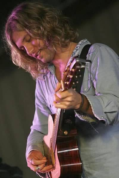 Casey James wavy hairstyle
