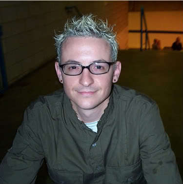 Faux hawk hairstyle from Chester Bennington.