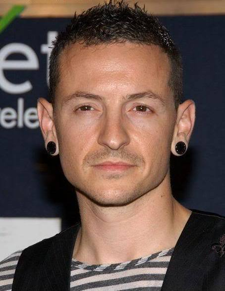 Cool rock star hairstyle from Chester Bennington.