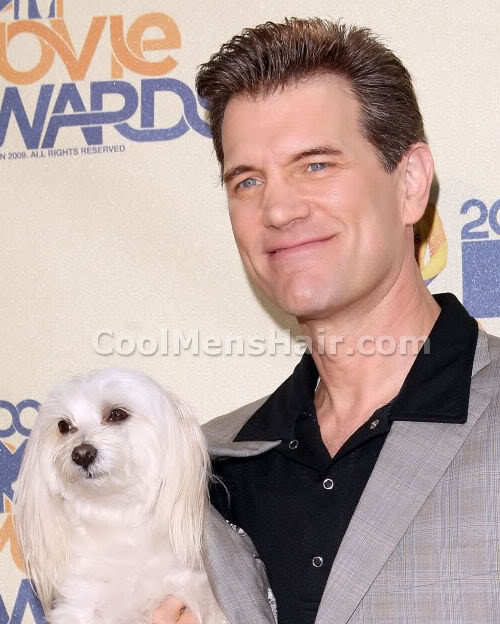 Photo of Chris Isaak hairstyle.