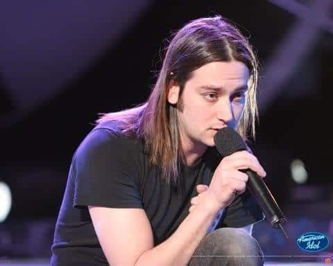 Image of Constantine Maroulis straight hair.