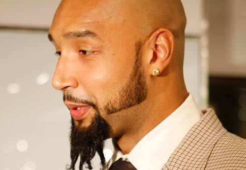 Image of Drew Gooden beard style in side view.