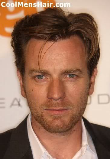 Image of Ewan McGregor side parted hairstyle.