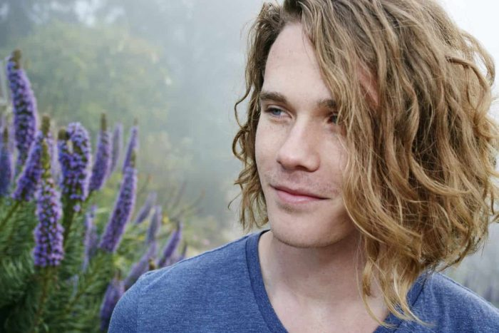 Frizzy Hairstyle for men