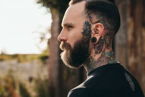 15 Unbeatable Hairstyles for Men With Big Ears