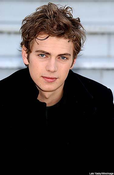 Curly hairstyle from Hayden Christensen.