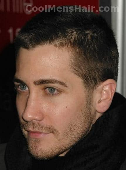 Photo of Jake Gyllenhaal short haircut.