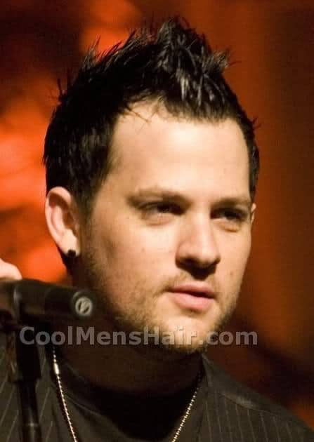 Image of Joel Madden fauxhawk hairstyle.