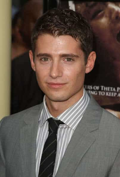 Julian Morris short wavy hairstyle photo.