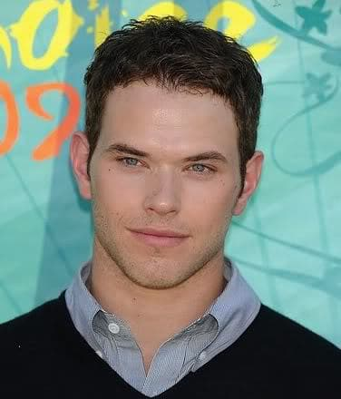 Picture of Kellan Lutz textured hairstyle for men.