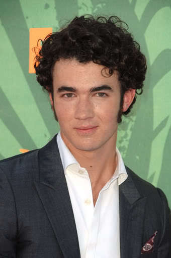 Image of Kevin Jonas hair and sideburns style.