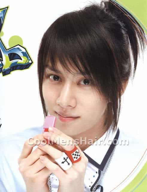 Kim Heechul straight hairstyle.