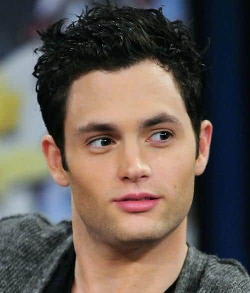 Penn Badgley wavy hairstyle picture.