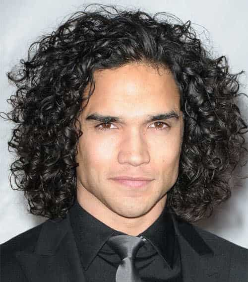 Picture of Reece Ritchie long curly hairstyle.