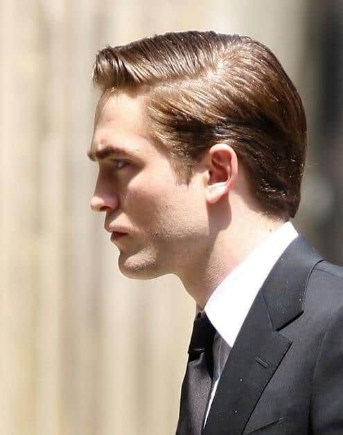 Robert Pattinson side parted hair photo.