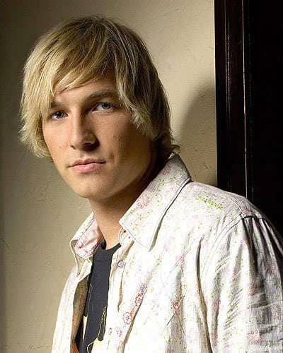 Surfer hairstyle from Ryan Hansen