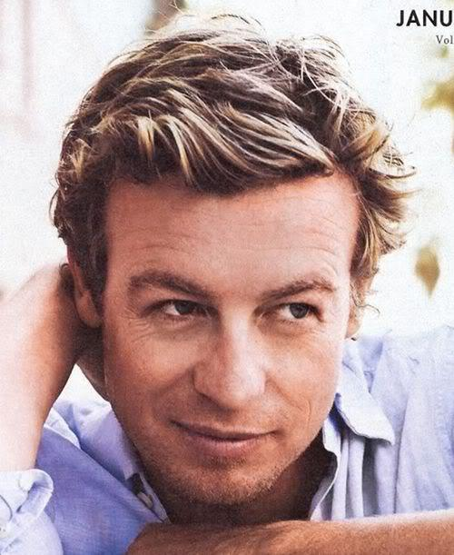 Picture of Simon Baker short wavy hairstyle.