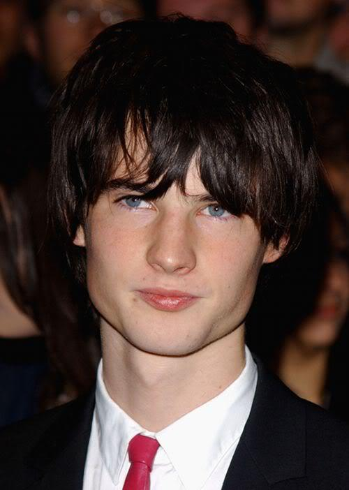 Picture of Tom Sturridge hairstyle.