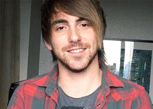 Image of Alex Gaskarth shorter hair.