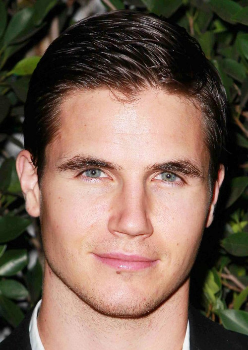 amell-short-slick-hairstyle