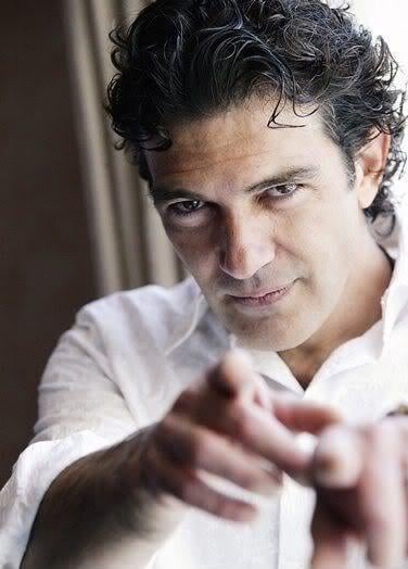 Antonio Banderas curly