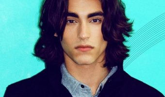 How to Get the Blake Michael Wavy Hairstyle