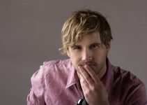 blonde hairstyle for men