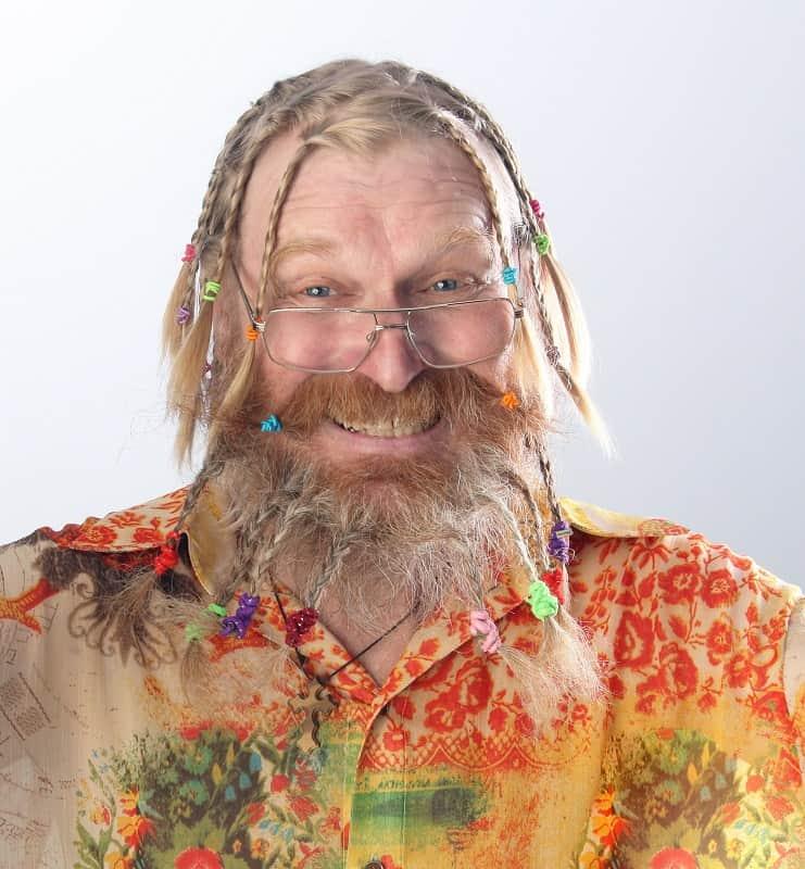 trenzas con barba para hombres blancos