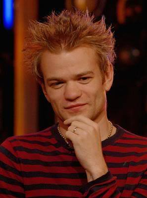 Deryck Whibley punk hairstyle