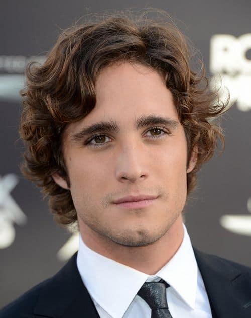 Diego Boneta curly hairstyle photo.