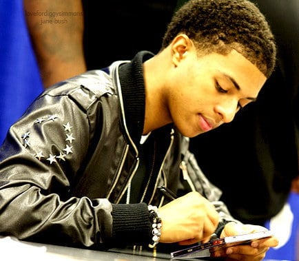 Photo of Diggy Simmons pointy sideburns style.