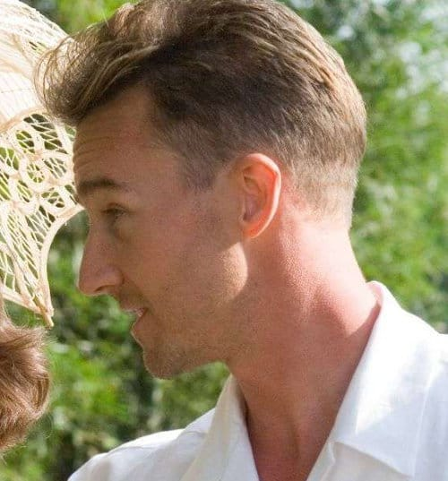 Photo of Edward Norton short hair.