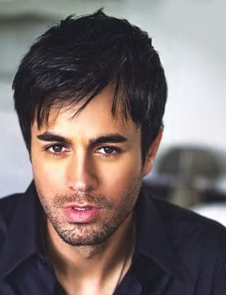 Picture of Enrique Iglesias hairstyle.