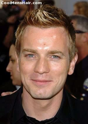 Photo of Ewan McGregor short textured hairstyle.
