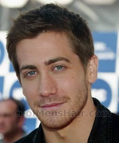 Picture of Jake Gyllenhaal short hair style.