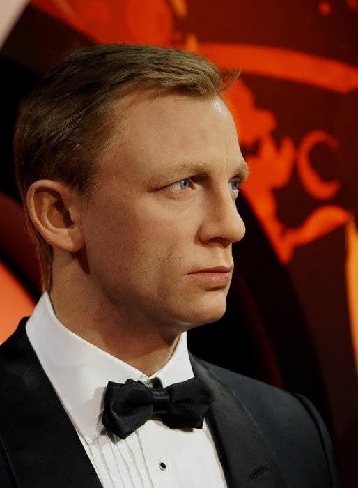 daniel craig's side part hairstyle