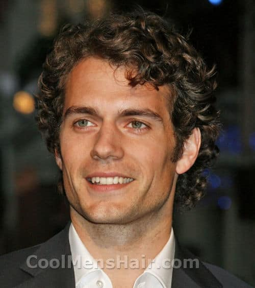 Picture of Henry Cavill curly hairstyle.