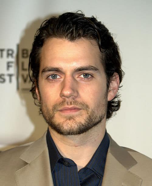 Photo of Henry Cavill combed back hairstyle.