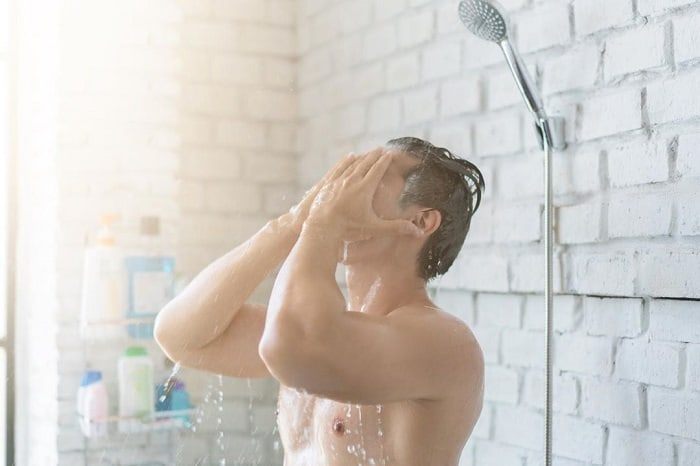 hot shower damages the hair