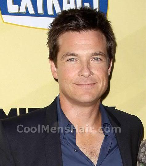 Photo of Jason Bateman short spikey hairstyle.