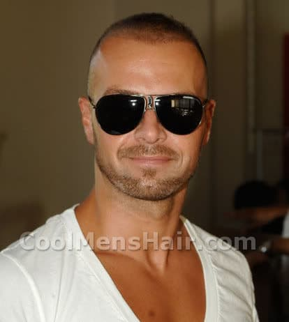 Photo of Joey Lawrence buzzed hairstyle.