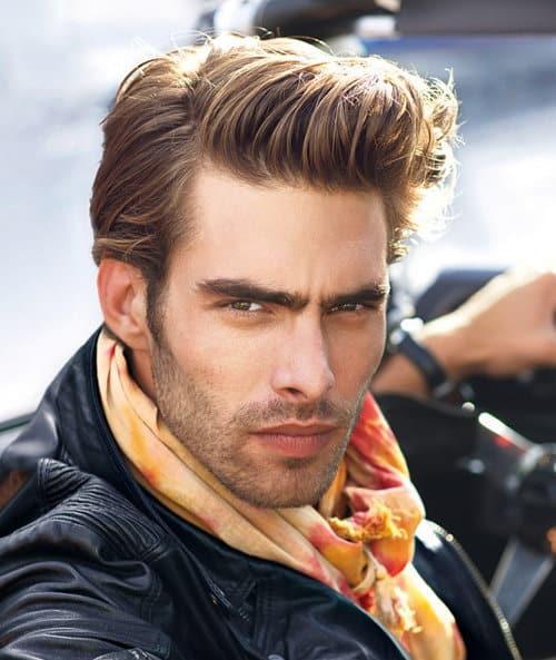 Photo of Jon Kortajarena pompadour hairstyle.