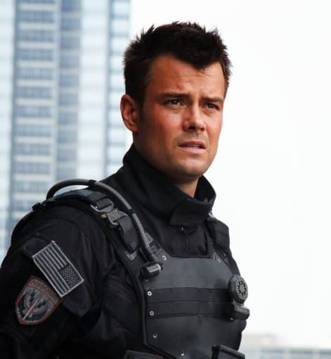 Photo of Josh Duhamel 'Lennox' long crew haircut in the movie Transformers: Dark of the Moon.