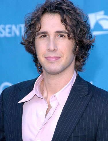 Men's hairstyle from Josh Groban.